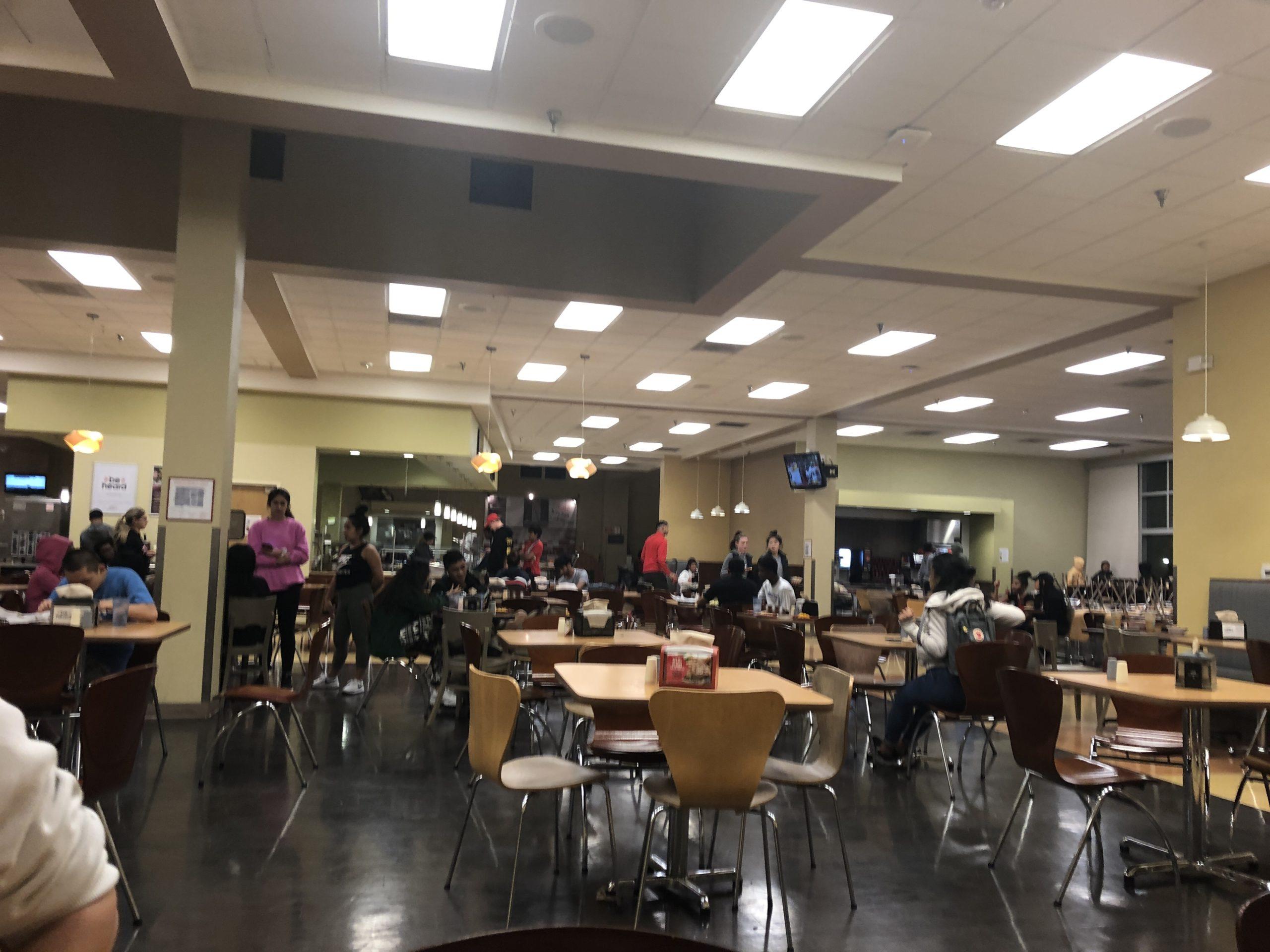 学生 食堂にて