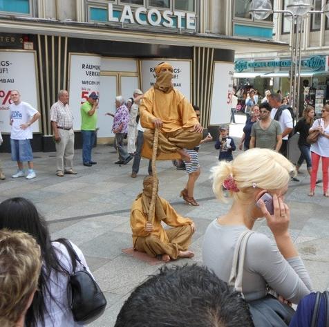 street performer a